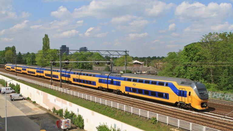 Tren holandés de dos pisos, necesario en los alrededores de Utrecht (la zona más transitada de los Países Bajos)