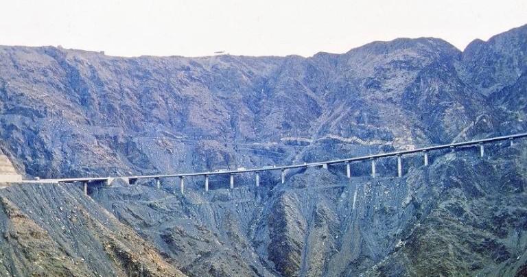 La carretera de Abha a Muhayil es una de las más peligrosas y con mayor densidad de circulación del país.