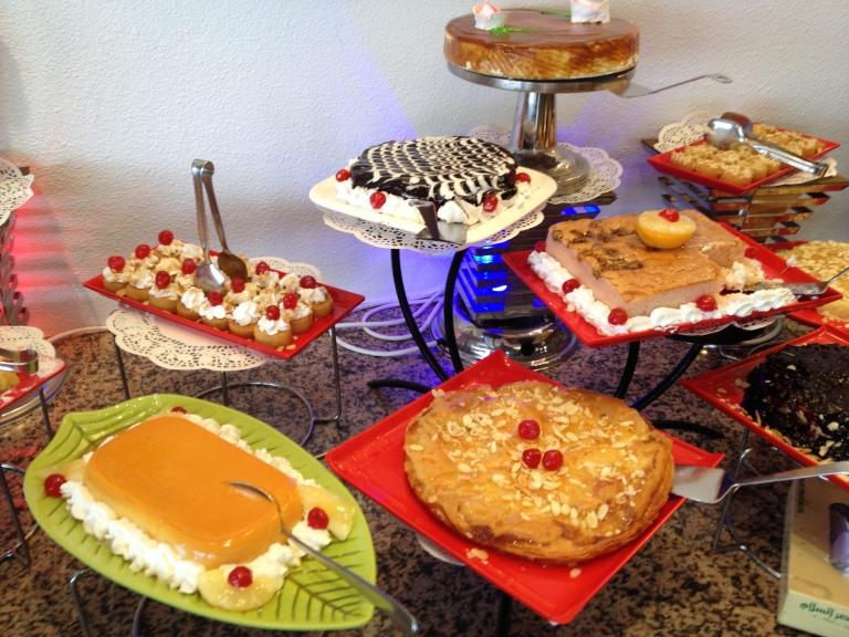 Una muestra de la gran cantidad de dulces que se pueden encontrar en Arabia Saudí.